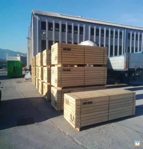 white wood rough sawn timber (spruce - picea abies)